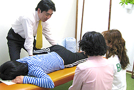 ゆかいさぽーとストレスマネジメント研究所の公開講座・体験の様子